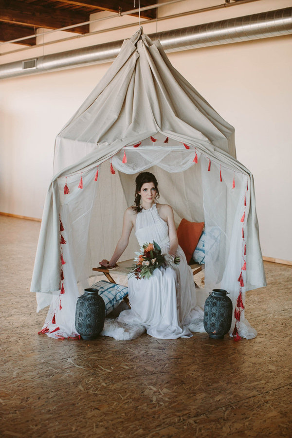 safari wedding - photo by Megan Saul Photography http://ruffledblog.com/modern-safari-wedding-inspiration