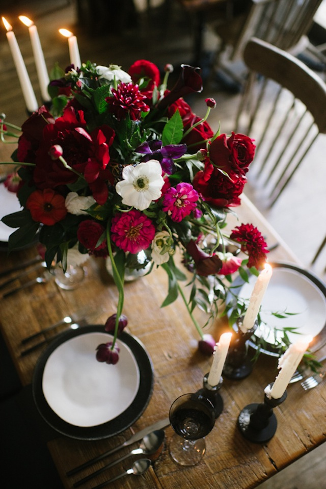 Opulent floral centerpiece ⎟Andy Barnhart Photography ⎟ see more on: http://burnettsboards.com/2015/10/black-swan-wedding/