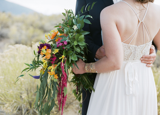 cascading bridal bouquet | Green Blossom Photography | see more on: http://burnettsboards.com/2015/10/sand-dunes-national-park-wedding/