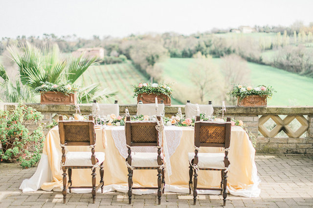 Italian countryside wedding reception | Alexandra Vonk | see more on: http://burnettsboards.com/2015/10/dream-wedding-italy/