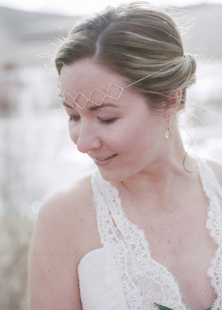 Bohemian headpiece | Green Blossom Photography | see more on: http://burnettsboards.com/2015/10/sand-dunes-national-park-wedding/