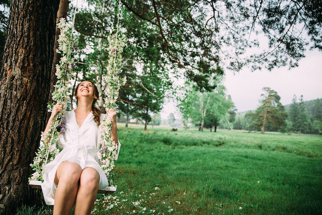 Flower swing | Yulia Otroschenko Photography | see more on: http://burnettsboards.com/2015/10/pre-wedding-love-story/