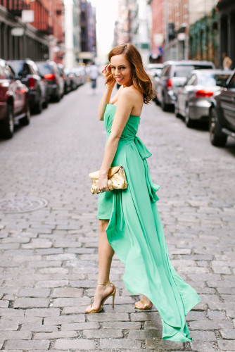 Sydne-Style-what-to-wear-to-a-black-tie-optional-wedding-green-bcbg-dress-high-low-hemline-gold-clutch-nyc-soho-strappy-sandals-steve-madden-wedding-guest-dress-attire