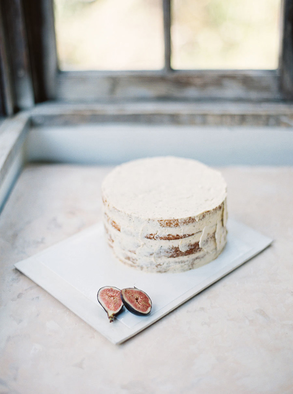 simple cake - photo by Emily Fuselier Photography http://ruffledblog.com/cliffside-wedding-portraits-in-california