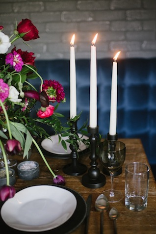 Taper candles ⎟Andy Barnhart Photography ⎟ see more on: http://burnettsboards.com/2015/10/black-swan-wedding/