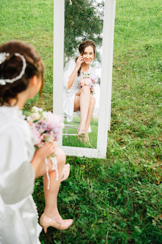 Mirror | Yulia Otroschenko Photography | see more on: http://burnettsboards.com/2015/10/pre-wedding-love-story/
