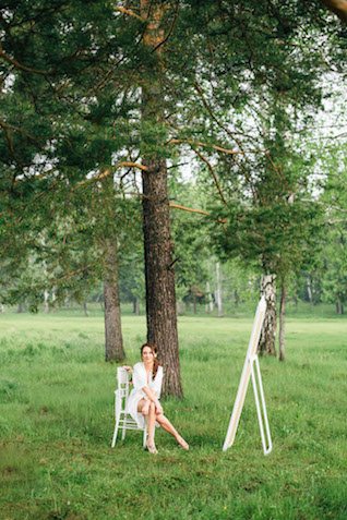 Outdoor boudoir | Yulia Otroschenko Photography | see more on: http://burnettsboards.com/2015/10/pre-wedding-love-story/
