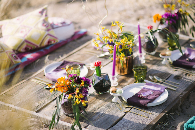 Bohemian tablescape | Green Blossom Photography | see more on: http://burnettsboards.com/2015/10/sand-dunes-national-park-wedding/