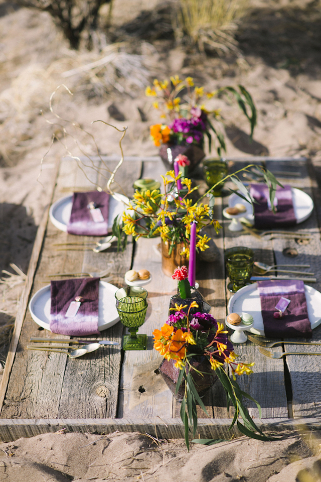 Boho wedding tablescape | Green Blossom Photography | see more on: http://burnettsboards.com/2015/10/sand-dunes-national-park-wedding/