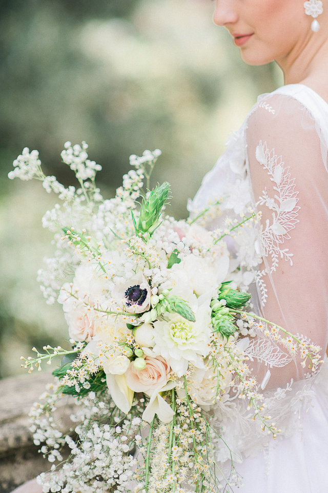 Pastel bridal bouquet | Alexandra Vonk | see more on: http://burnettsboards.com/2015/10/dream-wedding-italy/