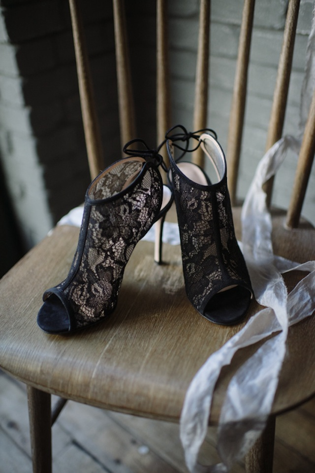Black lace shoes ⎟Andy Barnhart Photography ⎟ see more on: http://burnettsboards.com/2015/10/black-swan-wedding/
