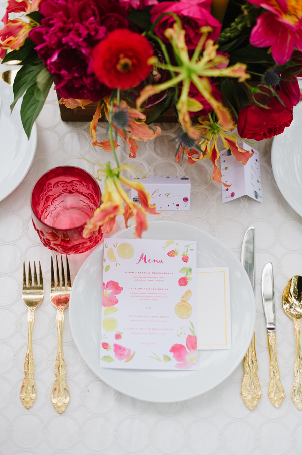 hot pink place setting - photo by Natalie Franke http://ruffledblog.com/vintage-hot-air-balloon-wedding