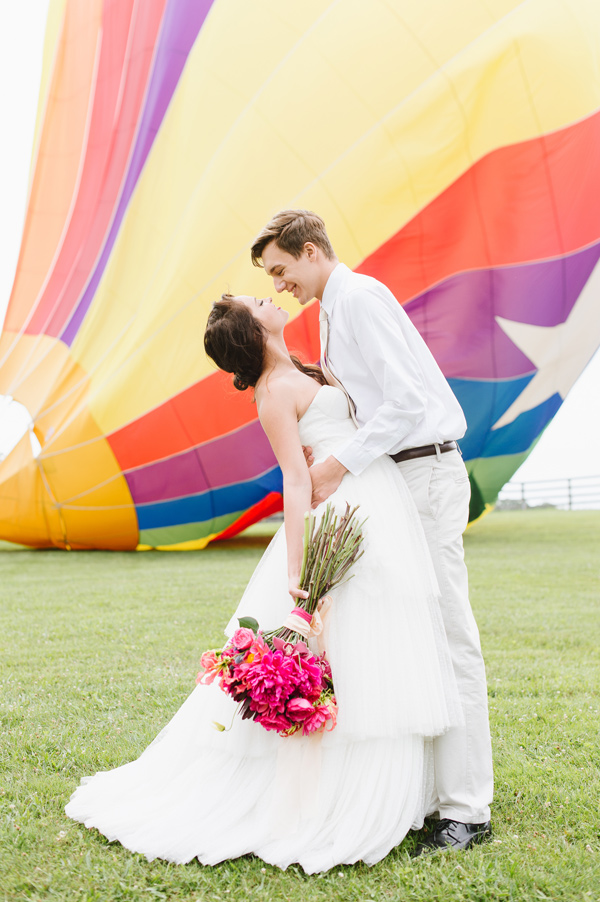 vintage hot air balloon wedding - photo by Natalie Franke http://ruffledblog.com/vintage-hot-air-balloon-wedding