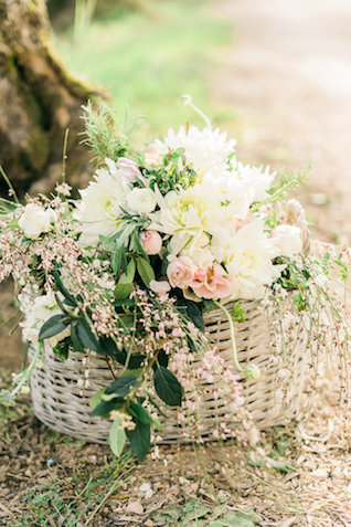 Basket of flowers | Alexandra Vonk | see more on: http://burnettsboards.com/2015/10/dream-wedding-italy/