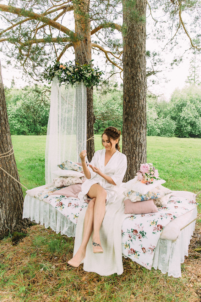 Outdoor boudoir session ideas | Yulia Otroschenko Photography | see more on: http://burnettsboards.com/2015/10/pre-wedding-love-story/