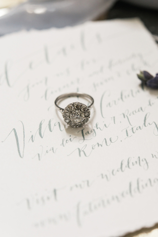 Vintage wedding ring | Joy Michelle Photography | see more on: http://burnettsboards.com/2015/10/windswept-wedding-inspiration/