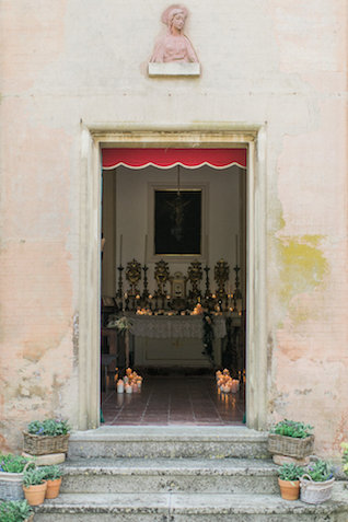 Old Italian church | Alexandra Vonk | see more on: http://burnettsboards.com/2015/10/dream-wedding-italy/