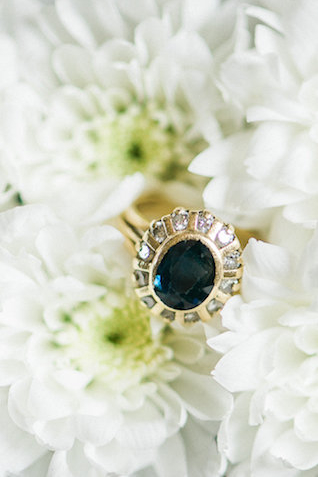 Vintage wedding ring | Alexandra Vonk | see more on: http://burnettsboards.com/2015/10/dream-wedding-italy/