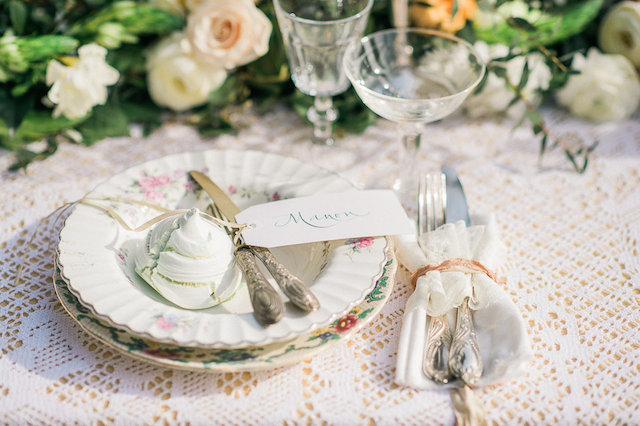 Lace napkins | Alexandra Vonk | see more on: http://burnettsboards.com/2015/10/dream-wedding-italy/