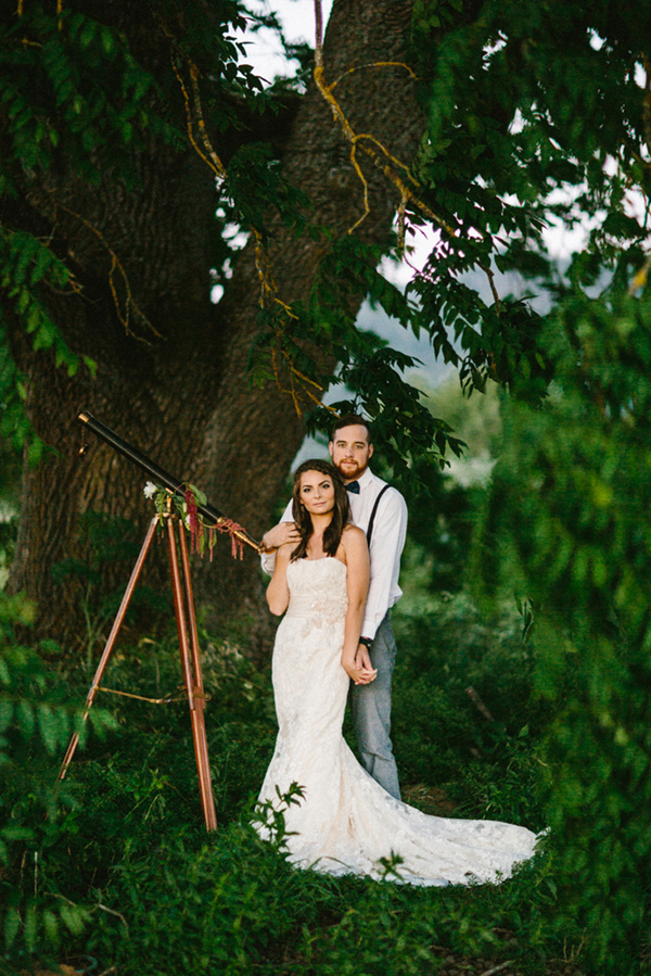 bride and groom - photo by Dawn Photography http://ruffledblog.com/galileo-inspired-wedding-ideas