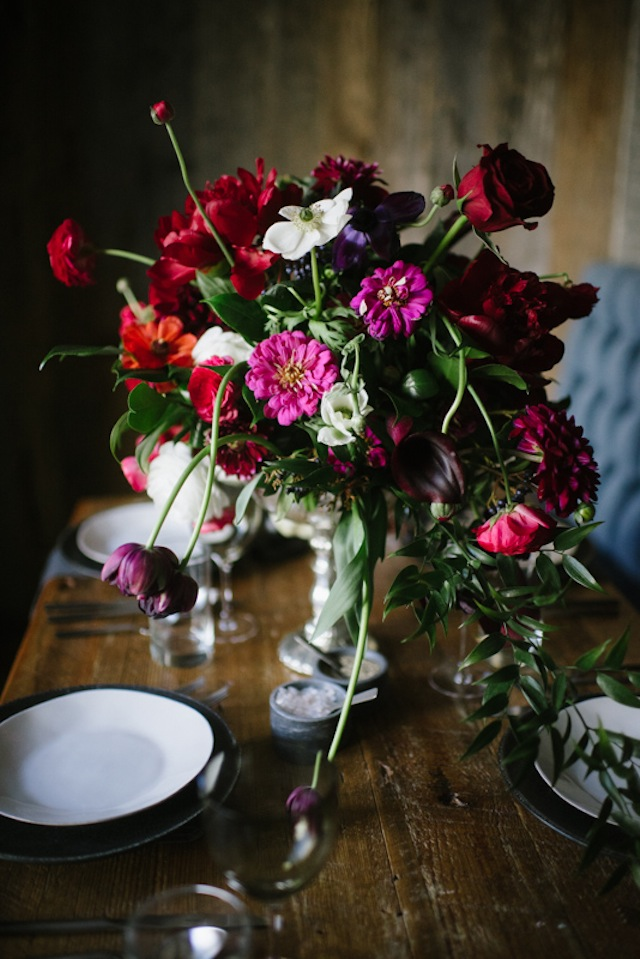 Dutch still life floral design ⎟Andy Barnhart Photography ⎟ see more on: http://burnettsboards.com/2015/10/black-swan-wedding/