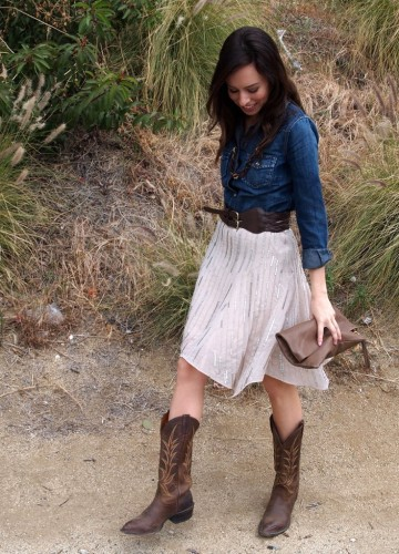 stylish-cowgirl-outfit-ideas-with-boots-and-denim