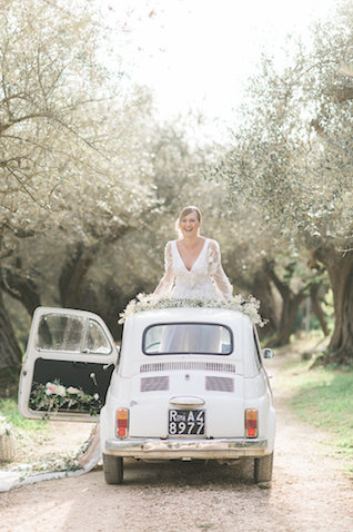 Flower filled car | Alexandra Vonk | see more on: http://burnettsboards.com/2015/10/dream-wedding-italy/