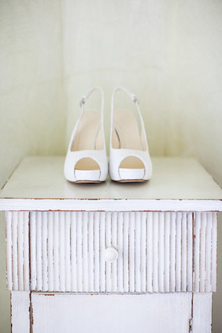 White bridal shoes | Roberta Facchini Photography | see more on: http://burnettsboards.com/2015/11/italian-bridal-preparation-inspiration/