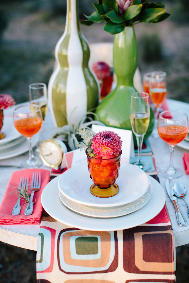 Mid-century modern wedding place setting | M. Felt Photography | see more on: http://burnettsboards.com/2015/11/mid-century-modern-southwestern-wedding/