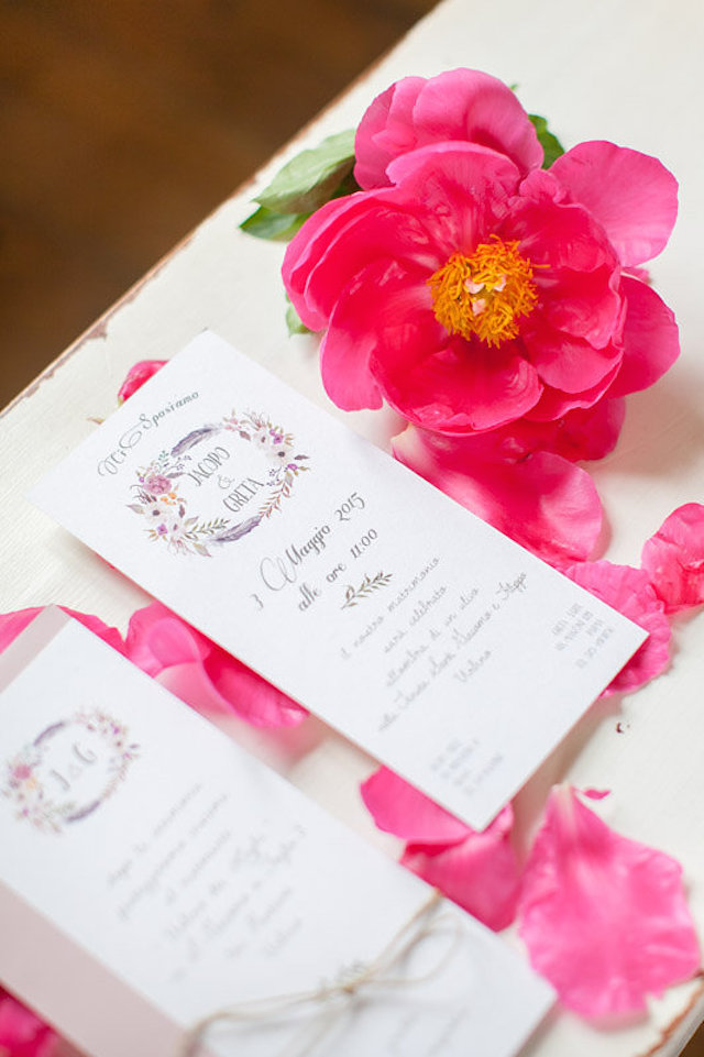 Floral wedding invitations | Roberta Facchini Photography | see more on: http://burnettsboards.com/2015/11/italian-bridal-preparation-inspiration/