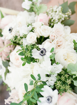 Anemone and peony bouquet | Stephanie Rawcliffe Photography | see more on: http://burnettsboards.com/2015/11/blush-green-outdoor-bridal-session/