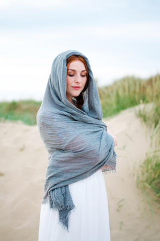 Beach bridal session ideas and inspiration | Catherine Noble Photography | see more on: http://burnettsboards.com/2015/11/bridals-british-beach/