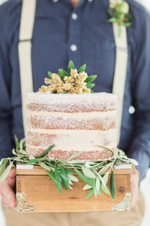 Rustic naked cake | Sharon Nicole Photography | see more on: http://burnettsboards.com/2015/11/modernly-rustic-texas-hill-country-wedding/