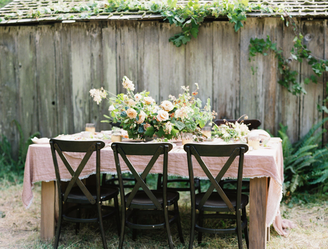 Romantic and organic wedding tablescape | Tenth & Grace | see more on: http://burnettsboards.com/2015/11/modern-rugged-coastal-elegance/