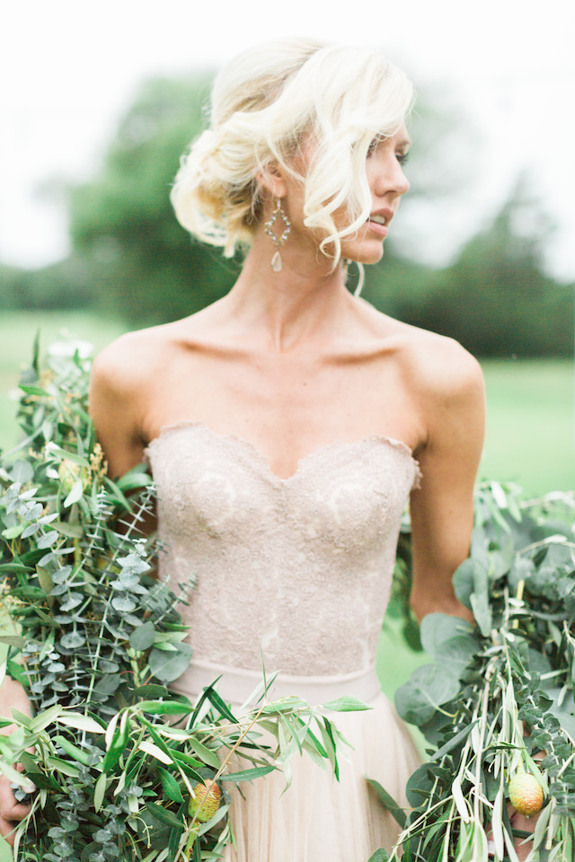 Greenery garland | Sharon Nicole Photography | see more on: http://burnettsboards.com/2015/11/modernly-rustic-texas-hill-country-wedding/