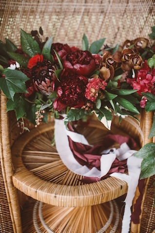 Marsala red bridal bouquet | Jessi Field Photography | see more on: http://burnettsboards.com/2015/11/stylish-elopement-wedding/