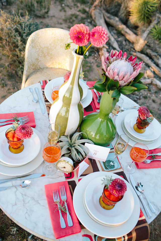 Mid-century modern wedding tablescape | M. Felt Photography | see more on: http://burnettsboards.com/2015/11/mid-century-modern-southwestern-wedding/