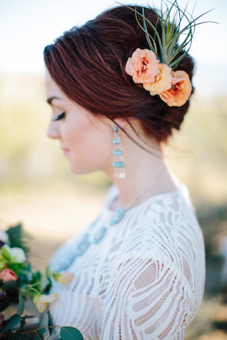 Air plant updo | M. Felt Photography | see more on: http://burnettsboards.com/2015/11/mid-century-modern-southwestern-wedding/