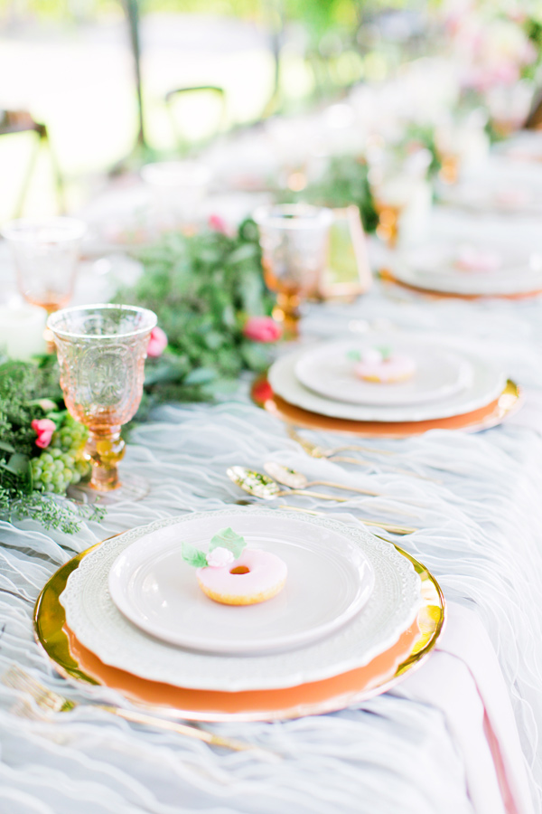 elegant tablescape - photo by Milou and Olin http://ruffledblog.com/romantic-blush-winery-wedding