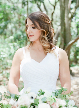 Natural bridal makeup | Stephanie Rawcliffe Photography | see more on: http://burnettsboards.com/2015/11/blush-green-outdoor-bridal-session/