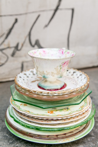 Vintage tea cups | K+B Photo | see more on: http://burnettsboards.com/2015/11/fun-flirty-bridal-shower/