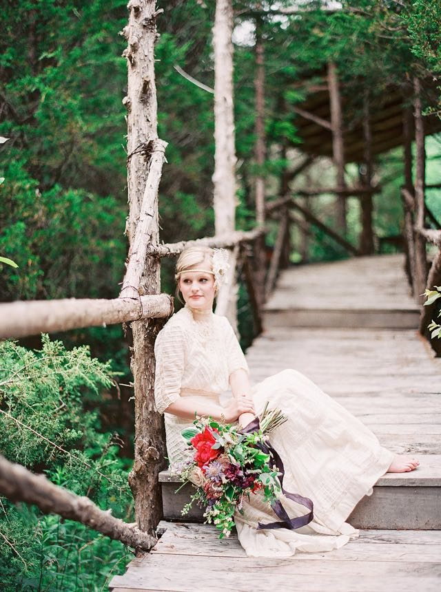 Rustic vintage wedding | Julie Paisley Photography and Cedarwood Weddings | see more on: http://burnettsboards.com/2015/11/rustic-jewel-toned-wedding/