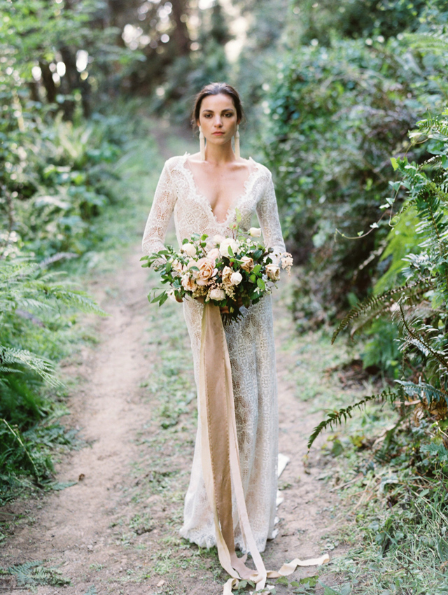 Neutral bridal bouquet and a lace Emily Riggs wedding dress | Tenth & Grace | see more on: http://burnettsboards.com/2015/11/modern-rugged-coastal-elegance/