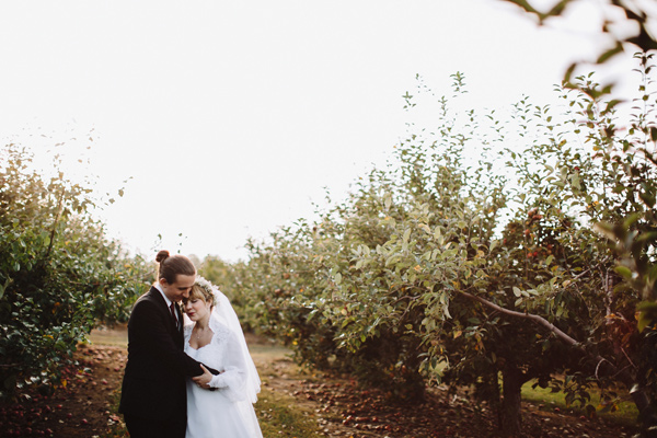 Valley Crest Farm wedding - photo by With Love and Embers http://ruffledblog.com/valley-crest-farm-wedding