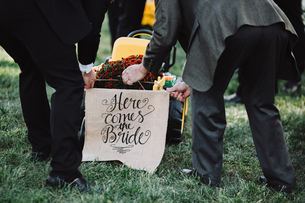 Here Comes the Bride sign - photo by With Love and Embers http://ruffledblog.com/valley-crest-farm-wedding