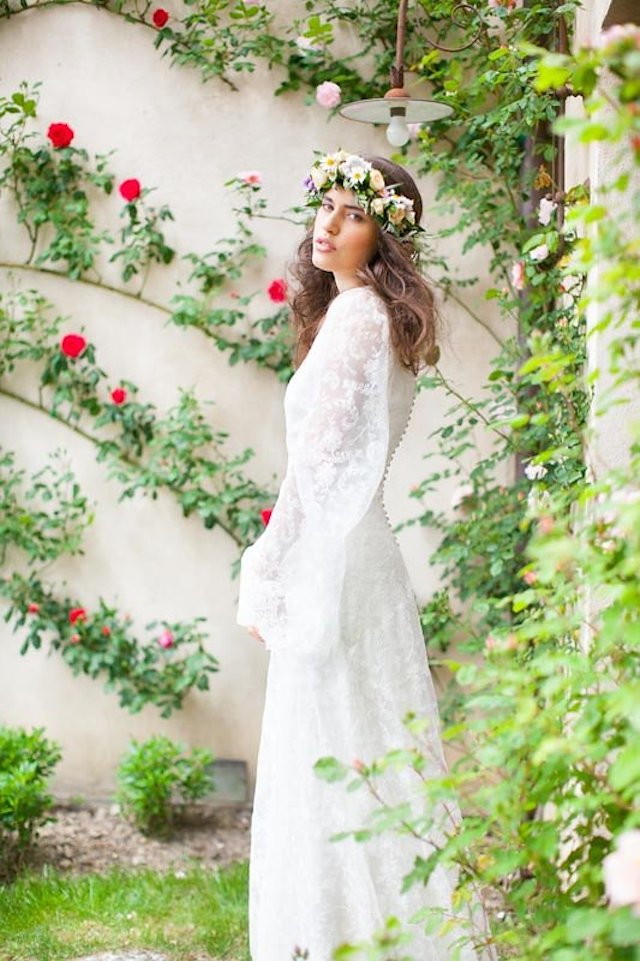 Lace long sleeved wedding dress | Roberta Facchini Photography | see more on: http://burnettsboards.com/2015/11/italian-bridal-preparation-inspiration/