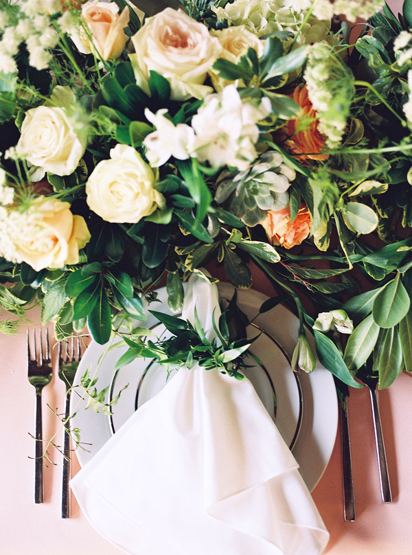 organic place setting - photo by Tracy Enoch Photography http://ruffledblog.com/organic-bohemian-wedding-inspiration