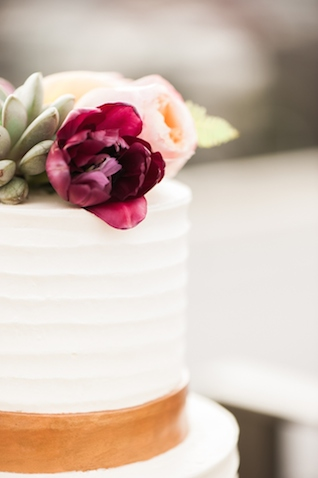 Flower topped wedding cake | Christa Taylor Photography | see more on: http://burnettsboards.com/2015/11/urban-industrial-rooftop-wedding/