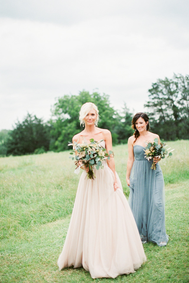 BHLDN wedding dress | Sharon Nicole Photography | see more on: http://burnettsboards.com/2015/11/modernly-rustic-texas-hill-country-wedding/