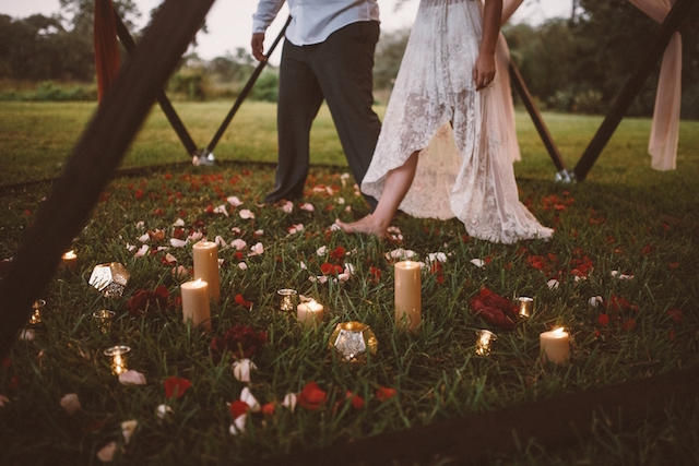 Romantic elopement ideas | Jessi Field Photography | see more on: http://burnettsboards.com/2015/11/stylish-elopement-wedding/
